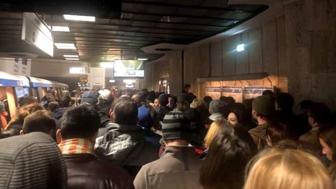 Defecțiune la metrou: aglomerație, vineri dimineața, la stația Piața Victoriei