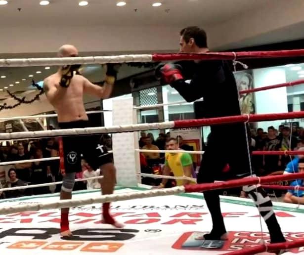 Momentul în care Mircea Badea a fost făcut K.O, filmat din 3 unghiuri diferite. VIDEO