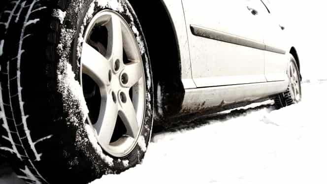 Trucuri pentru șoferi, pe timp de iarnă: cum să conduci pe ninsoare și polei