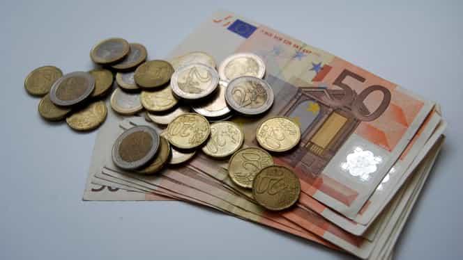 EURO creşte! Cît va fi cursul în următoarele 12 luni
