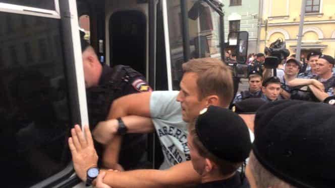 Aleksei Navalnîi, eliberat din arestul poliției ruse. Cel mai vehement contestatar al lui Putin fusese reținut în urma perchezițiilor de la sediul FBK din Moscova