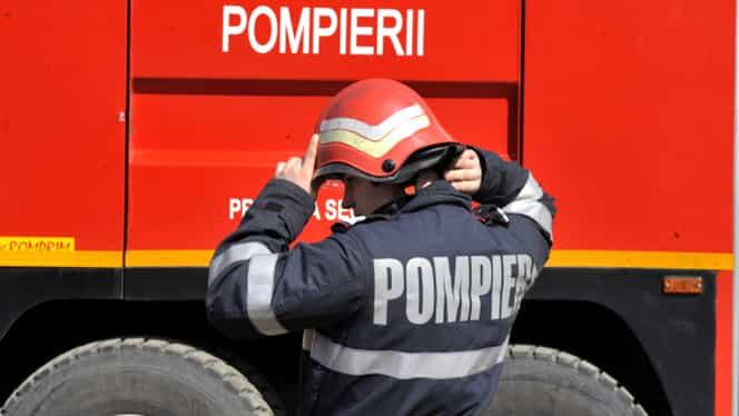 Şase case au ars în Bucureşti, în urma unui incendiu puternic