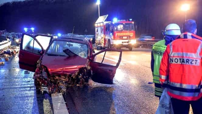 O româncă a murit în Germania într-un cumplit accident rutier. Fetița ei de doi ani a supraviețuit după ce a fost proiectată în afara mașinii