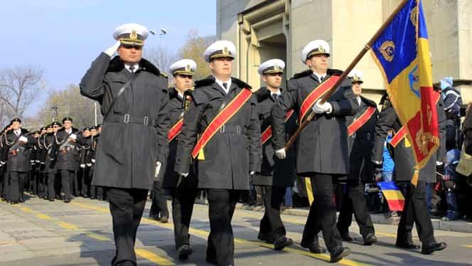 Paradă militară de Ziua Naţională a României! Militarii au defilat pe sub Arcul de Triumf în noua uniformă!