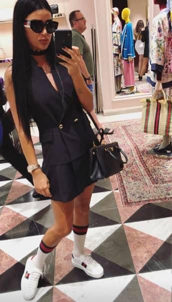Daniela Crudu se relaxează în vacanţă, departe de ţară, de unde postează fotografii foarte incitante! Bruneta a plecat la Barcelona şi are parte de peisaje minunate, dar se delectează şi cu o sesiune de shopping.