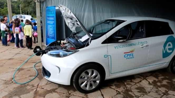 60% dintre români vor să îşi cumpere maşini electrice, dar peste 3 ani