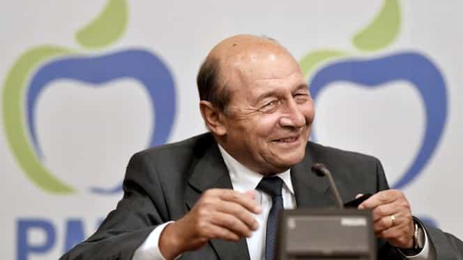 """Traian Băsescu, serie de ironii la adresa guvernării liberale! """"Dacă e o gaură neagră, este Raluca Turcan, al cărei rost nu îl înţeleg. Ea ţine bâzul sau nu ştiu cu ce se ocupă, că nu are minister"""""""