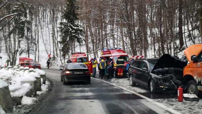 Microbuz cu copii, accident la Poiana Brașov! Șapte pasageri au ajuns de urgență la spital