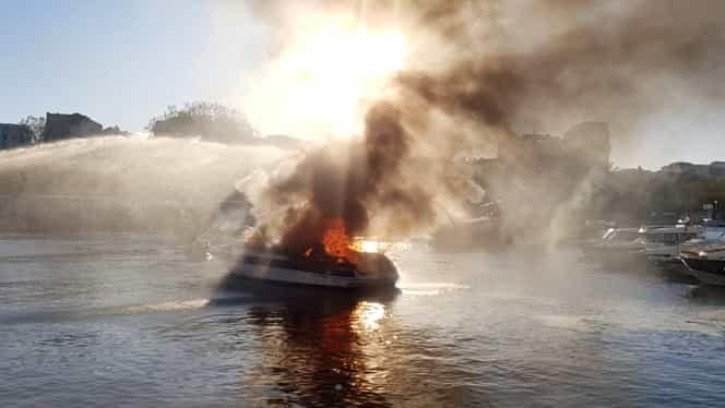 Barca unui om de afaceri din Oradea a explodat în Portul Tomis din Constanța. Cei care se aflau în ambarcațiune au scăpat la fix