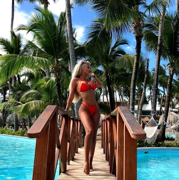 Fotografii HOT cu Loredana Chivu la piscină! Ce s-a văzut când s-a întors cu spatele