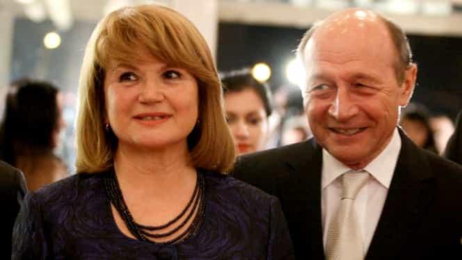 Cum au fost surprinși Traian Băsescu și soția lui Maria, la botez! Imaginile au apărut abia acum