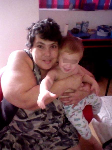 După o sarcină cu probleme, de-a lungul căreia nu s-a lăsat de fumat, Ioana a născut prematur un băieţel căruia i-a pus numele Luca. Părinţii au fost foarte îngrijoraţi la naşterea lui pentru că a fost nevoie ca cel mic să stea zile întregi la incubator, dar iată că totul s-a sfârşit cu bine şi Luca a crescut, iar azi are 2 ani şi 5 luni.