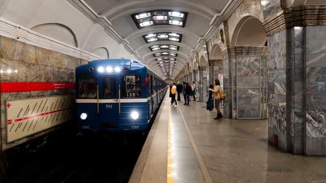 O studentă merge prin metrou și stropește bărbații cu clor. Motivul acestui gest