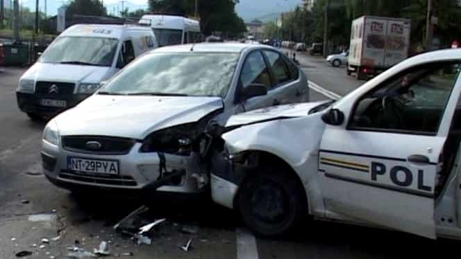 Un copil a ajuns la spital, după ce a fost implicat într-un accident provocat de o mașină a poliției care circula neregulamentar