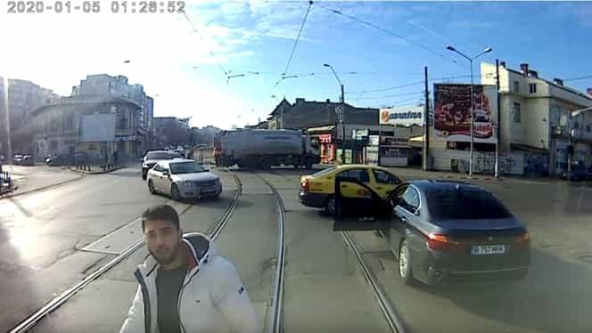 Șoferul BMW-ului care a șicanat tramvaiul este un fost jucător de fotbal. Mark Simion a jucat la Metaloglobus și Carmen și își pusese mașina pe OLX