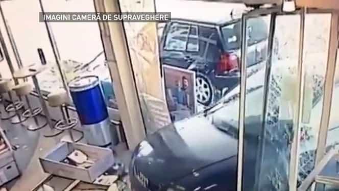 Imagini teribile în Bucureşti. Un autoturism a spulberat uşile unei benzinării