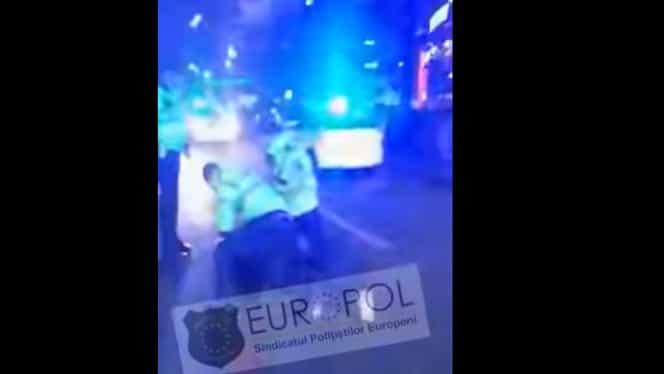 Un bărbat a atacat mai multe persoane cu cuțitul în centrul Capitalei! A fost imobilizat de polițiștii de la Rutieră. Video
