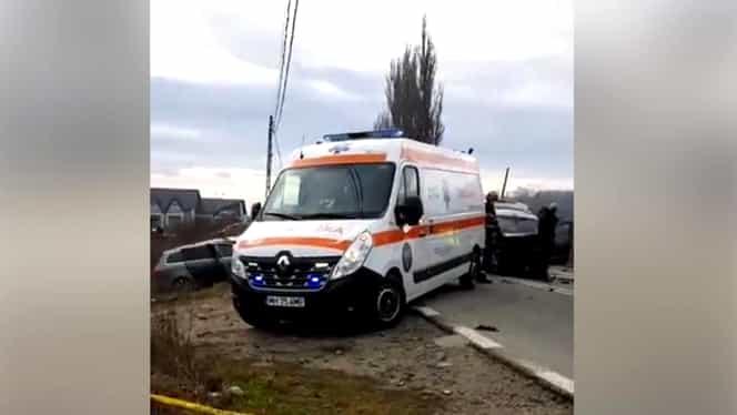 Accident rutier deosebit de grav în județul Mehedinți! Șapte persoane au fost rănite după ce două autoturisme s-au ciocnit frontal VIDEO