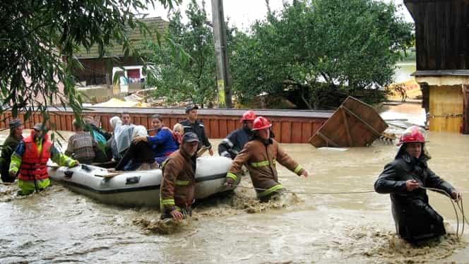 Mai multe şcoli se închid din cauza inundaţiilor. Vezi unde nu se ţin cursuri