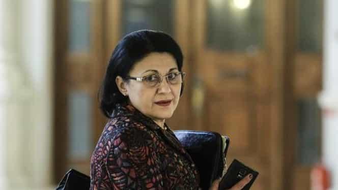Ecaterina Andronescu obligă tinerii români să munceasca 5 ani în ţară! Ce prevede noua Lege a educaţiei