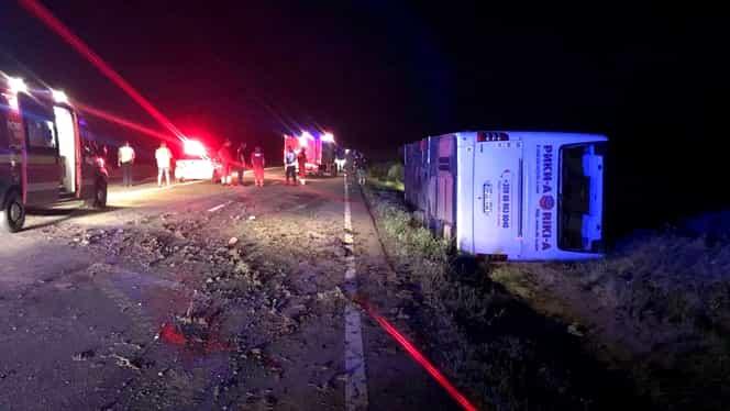 Autocar cu 60 de persoane la bord, răsturnat în Constanța!