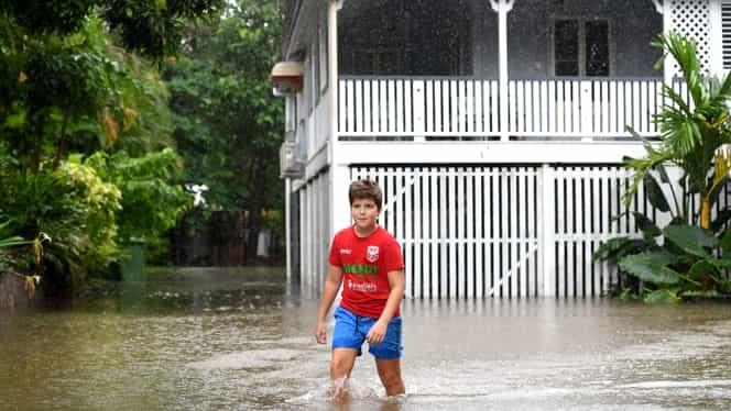 Ploile torenţiale au provocat inundaţii în Australia! Mai multe drumuri au fost închise