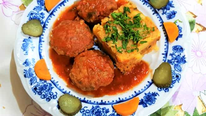 Rețeta Zilei de 14 noiembrie. Chiftele delicioase de vită marinate în sos de roșii