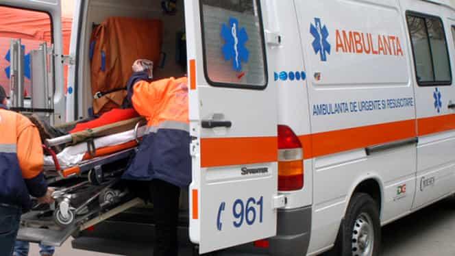 VIDEO Toată lumea spune că l-a bătut Dumnezeu! Vezi ce a făcut tănărul, înainte să fie spulberat de ambulanţă!