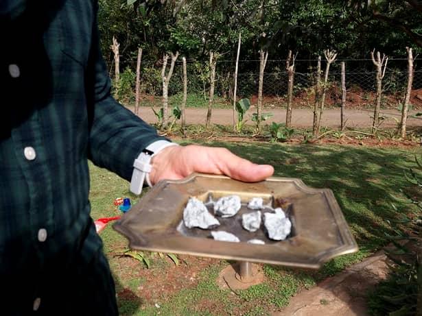 Bucăți de rocă au căzut pe pământ după ce meteoritul a explodat