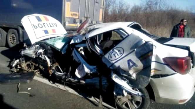 O mașină de Poliție distrusă într-un accident în Caraș Severin! Un TIR a făcut praf autoturismul! Doi răniți în urma impactului