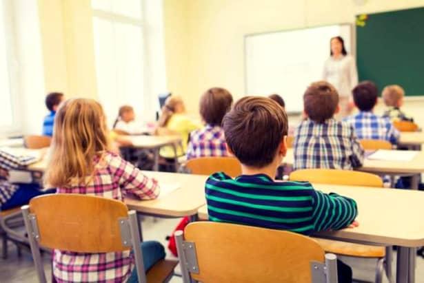 Elevii nu fac ore în ziua de vineri, 5 octombrie datorită zilei educației. Sărbătorire cadrelor didactice aduc un weekend prelungit elevilor. În discuție este programul de curs modificat al elevilor bucureșteni în zilele pentru Referendum pentru instituțiile în care există secții de votare.