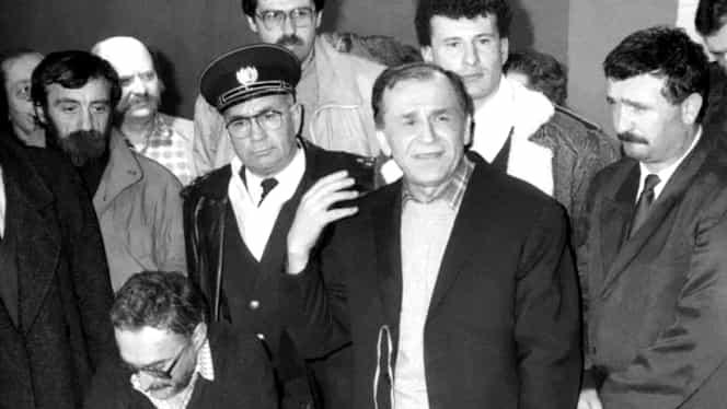 Raport CIA despre Revoluție. FSN a cerut sprijin de la foștii agenți de Securitate în ianuarie 1990