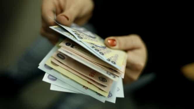 Au cele mai mari salarii din România. Cine conduce în topul celor mai bine plătiţi români.