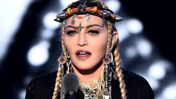 Madonna, pozează doar în lenjerie transparentă la cei 60 de ani (5)
