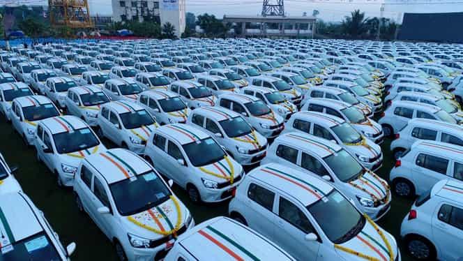 Așa șef să tot ai! Patronul unei firme le-a dat cadou angajaților 600 de mașini + depozite bancare
