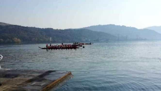 O barcă cu 20 de copii s-a răsturnat pe Dunăre. Copiii participau la o competiție sportivă