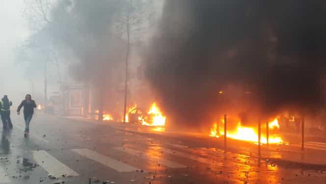 Arcul de Triumf din Paris, vandalizat! Guvernul ar putea institui starea de urgență VIDEO