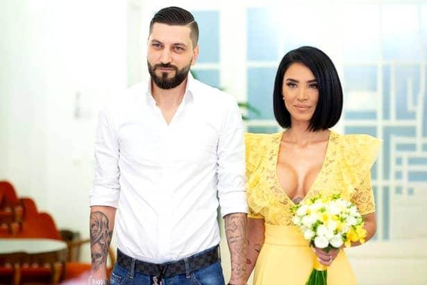 """Adelina Pestrițu, criticată aspru. Cum a apărut mireasa în fața invitaților: """"Un aspect grosolan. Strică tot aspectul"""""""