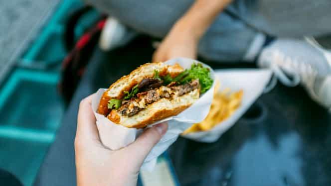 Ce se întâmplă în organismul nostru când mâncăm fast-food