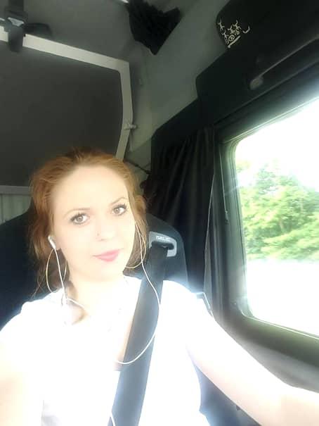 Cea mai sexy şoferiţă de TIR este româncă! Iată cum se pozează Elena