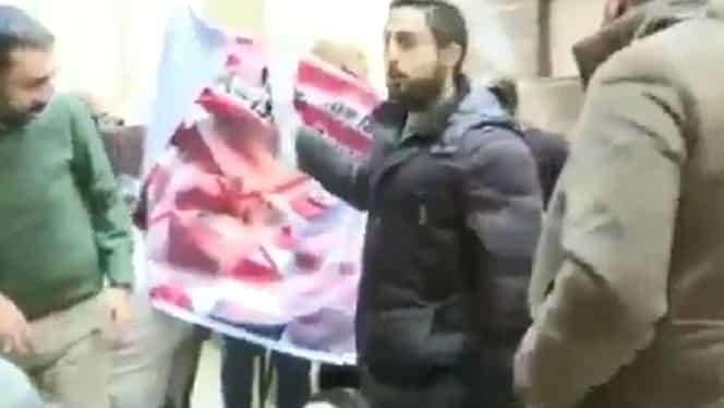 Delegaţie americană fugărită în Palestina! Protestatarii i-au luat la ţintă pe americani cu roşii!