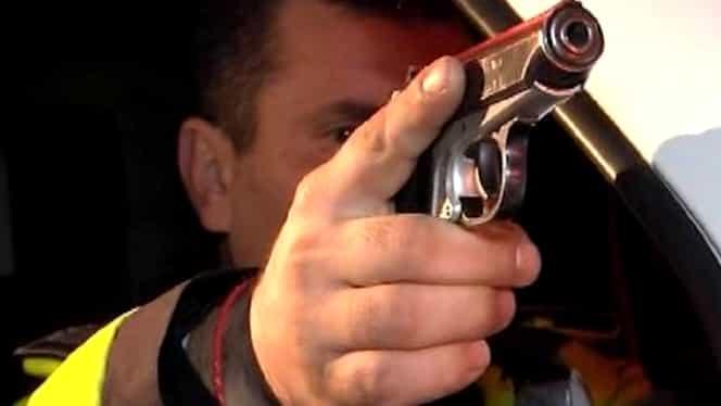Bărbat împușcat de un polițist în Prahova! Agentul ar fi fost, inițial, atacat lângă o secție de votare