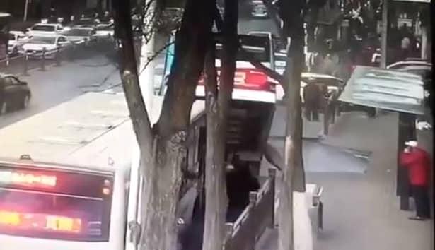 Tragedie în China! Autobuz