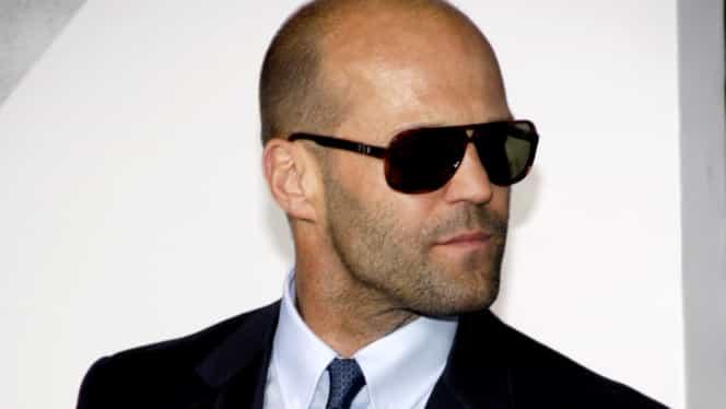 Iubita lui Jason Statham, proaspătă mămică, impecabilă în costum de baie