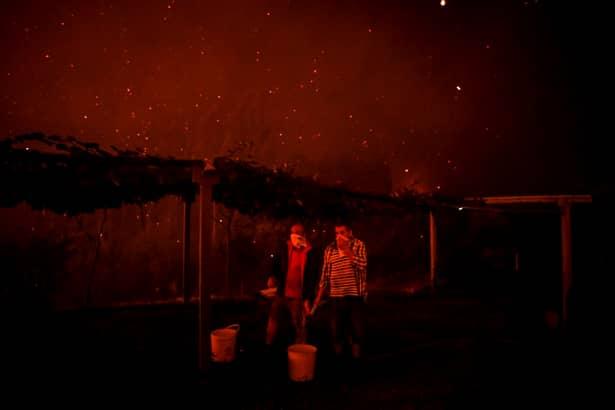 Incendii masive în Portugalia. Peste 1.000 de pompieri, în luptă cu flăcările. Focul s-a văzut din Spania – VIDEO