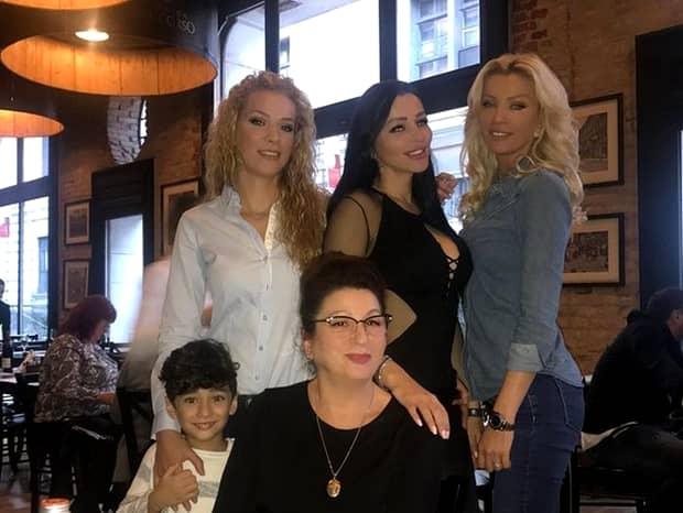 Brigitte Năstase şi surorile ei cu ochii la fel de albaştri!