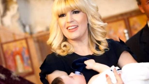 Elena Udrea a acordat un interviu amplu revistei Viva!, care a și fotografiat-o pe cea mai căutată condamnată din România. Tocmai ce au fostpublicate noi imagini cu Elena Udrea însărcinată, dar și interviul pe care l-a acordat publicației citate.