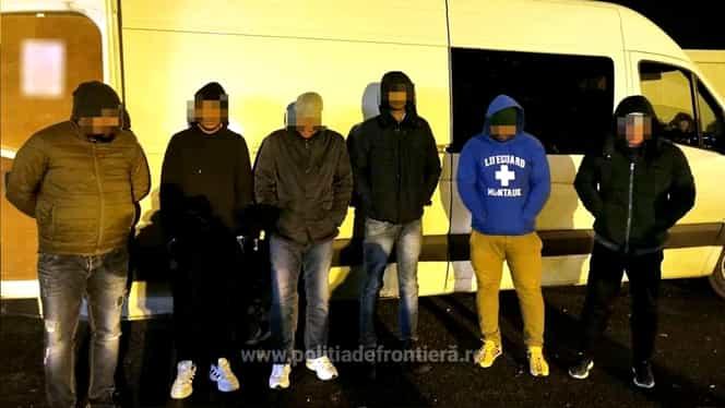 Cinci cetățeni indieni, prinși în timp ce încercau să iasă ilegal din țara noastră! Erau ascunși sub un sac cu pufuleți