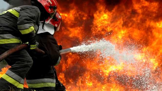 Incendiu puternic la un restaurant din Galați. Zeci de persoane, evacuate din cauza flăcărilor