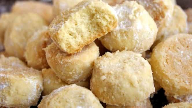 """Rețeta de biscuiți fără ouă și praf de copt! Cum se fac """"Bulgăraşii de zăpadă"""""""